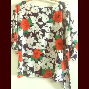 Lovely vintage 70s free flowing top.